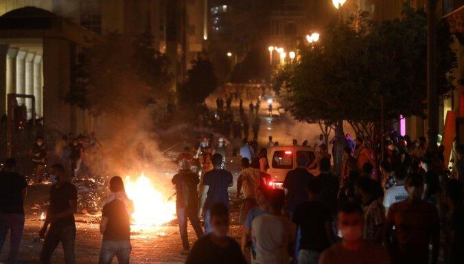 Foto: Beirūtā notikušas policijas un protestētāju sadursmes