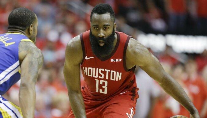 Hjūstonas 'Rockets' basketbolisti gūst pirmo uzvaru sērijā pret Goldensteitas 'Warriors'