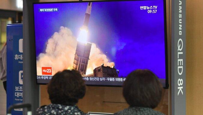 Ziemeļkoreja izšāvusi divas ballistiskās raķetes