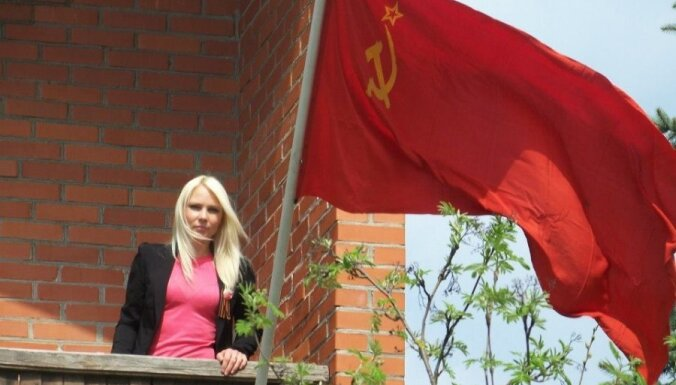 Лиепая: Осипова вывесила на доме флаг СССР