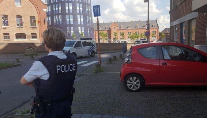 Divas policistes Beļģijā ar mačeti ievainojis arābiski bļaujošs vīrietis