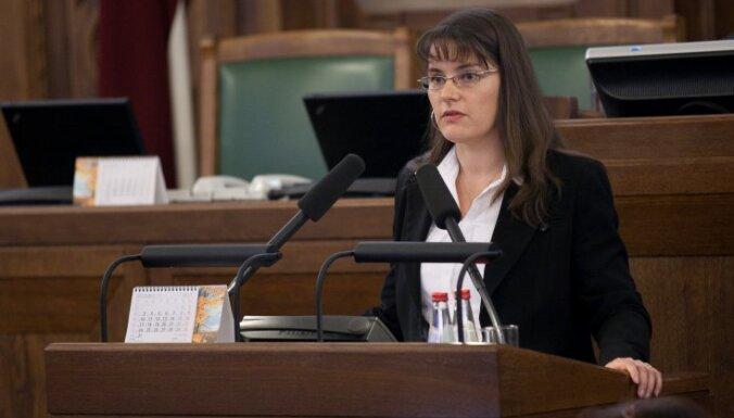 Ievēlēts Saeimas Prezidijs; vicespīkeru amatos ievēl ZRP pārstāvi Ingu Biti un SC virzīto Klementjevu (plkst.13:20)