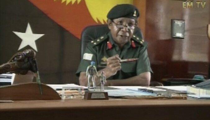 Atvaļinātajam Papua-Jaungvinejas pulkvedim Sasam izvirza apsūdzības dumpja rīkošanā