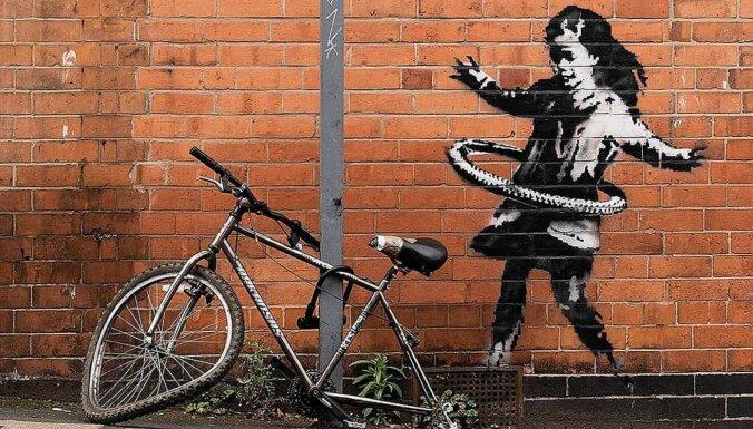 """Кусок стены с граффити Бэнкси продали за """"шестизначную сумму"""""""
