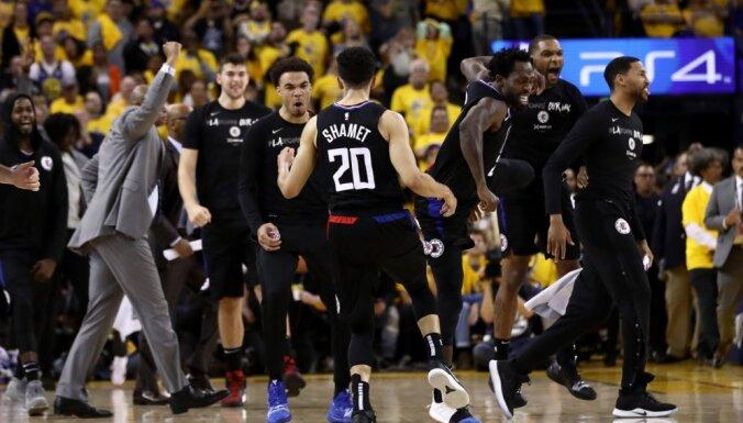 'Clippers' atspēlējas no 31 punkta deficīta un šokē 'Warriors'