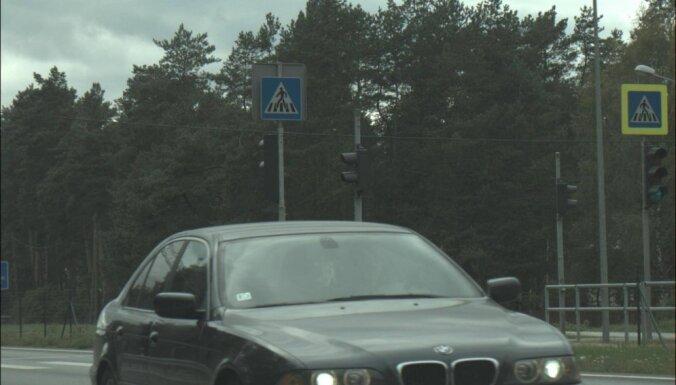 """ФОТО: За секунду фоторадар """"поймал"""" сразу двух лихачей на BMW"""
