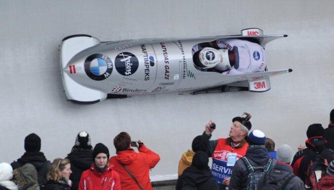 Melbārdis/ Dreiškens atkal izcīna sudrabu, trīs Latvijas bobsleja divnieki labāko sešiniekā