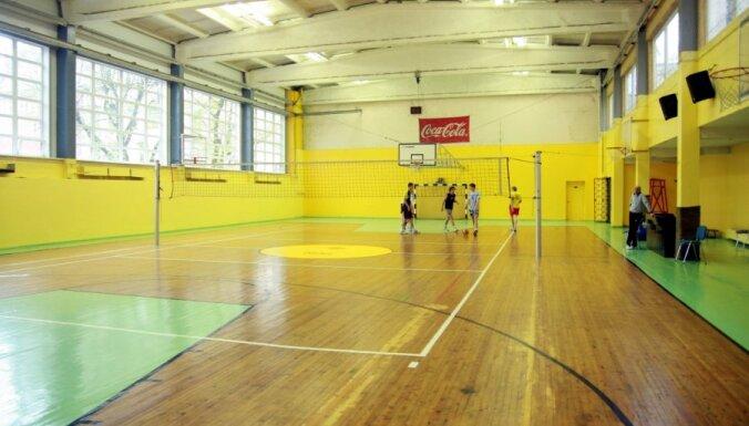 Школьные спортивные площадки будут открыты все лето