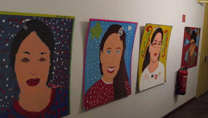 Izstādē varēs aplūkot Vācijā dzīvojošu bērnu mākslas darbus