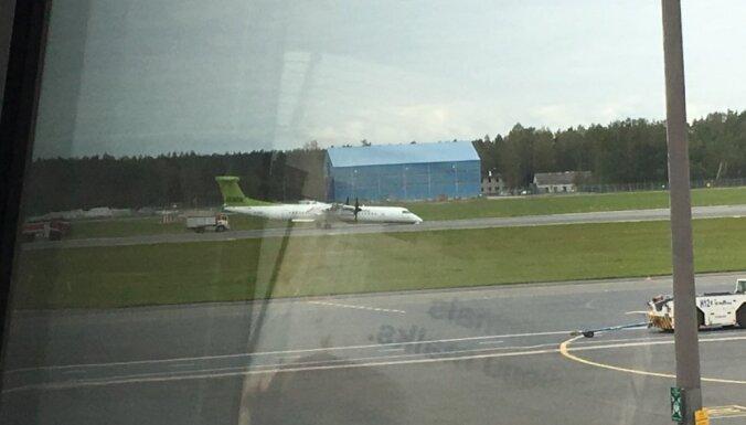 'airBaltic' lidmašīna veikusi avārijas nosēšanos; lidostas 'Rīga' darbība atjaunota