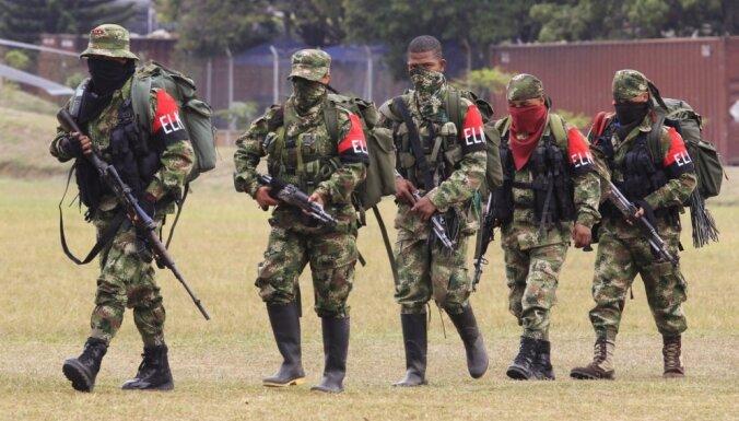 Kolumbijā atbrīvoti astoņi bērni-kaujinieki
