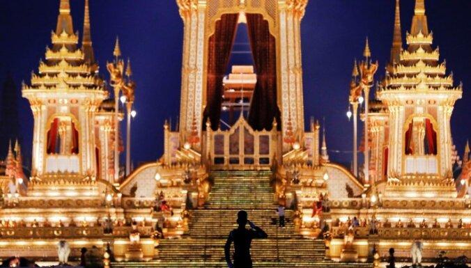 Таиланд простился с умершим год назад королем: затраты составили $90 млн