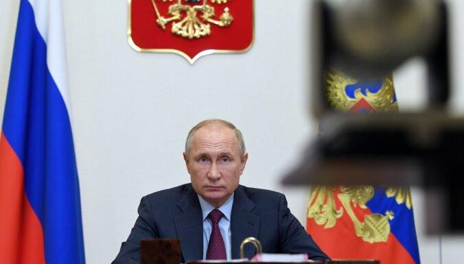 Putins vakcinējies pret jauno koronavīrusu