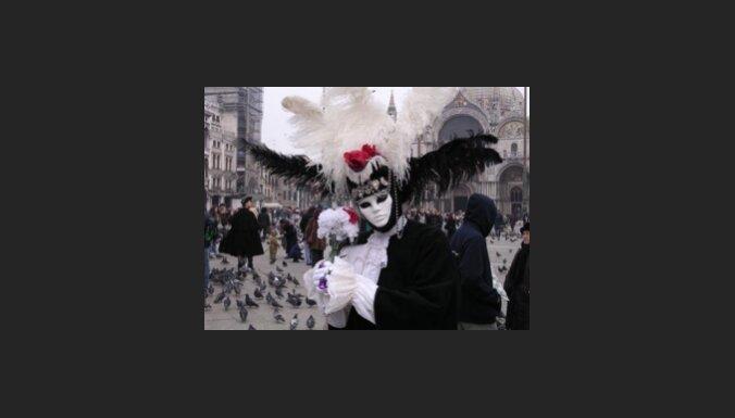 Venēcijā sācies ikgadējais karnevāls