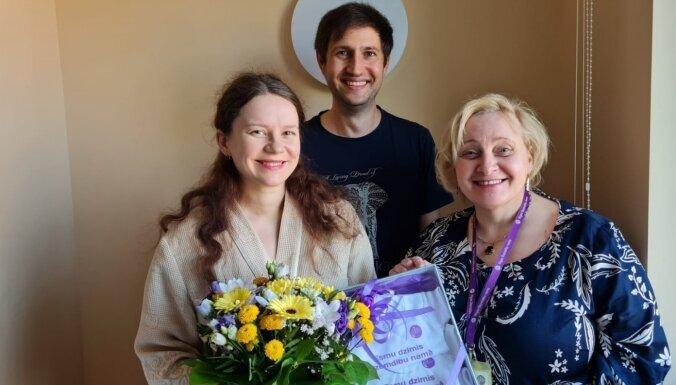 Семье рижан, у которых родилась тройня, выплатят пособие 8 538 евро
