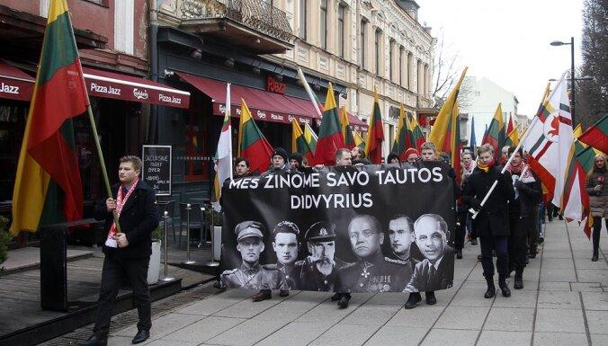 Foto: Kauņā lietuvieši Neatkarības dienā protestē pret bēgļu uzņemšanu