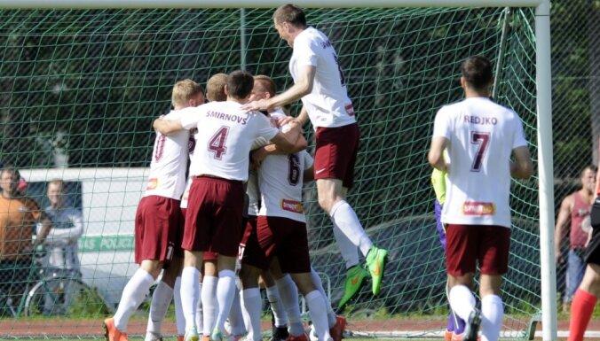 'Jelgavas' futbolisti deviņu spēlētāju sastāvā mājās smagi zaudē 'Riga' komandai