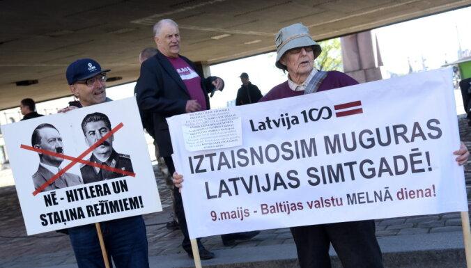 ФОТО: Акция Объединения политрепрессированных против празднования в Латвии 9 мая