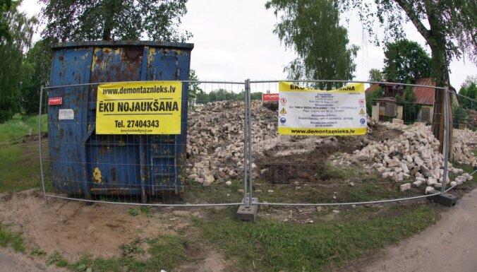 ФОТО. В Болдерае снесли два дома: активисты утверждают, что здания представляли культурную ценность