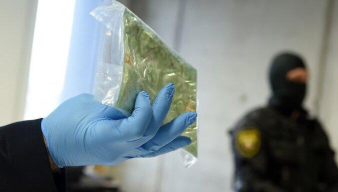 Германия: у наркокурьера из Латвии изъяли 10 кг кокаина