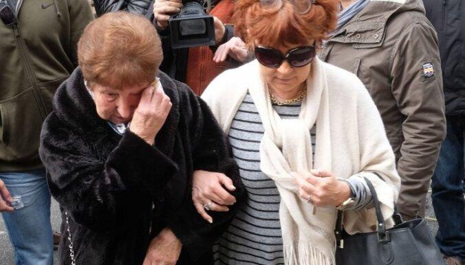 Foto: Francijā piemin lielveikala ķīlnieku krīzē bojā gājušos