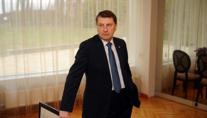 Saeima noraida Vējoņa ierosinājumu Latvijā dzimušajiem bērniem nepiešķirt nepilsoņu statusu