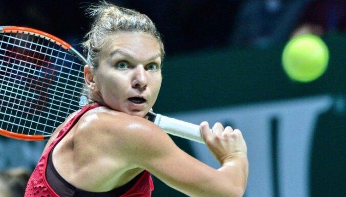 Pasaules ranga līdere Halepa un Vozņacki ar pārliecinošām uzvarām sāk WTA finālturnīru