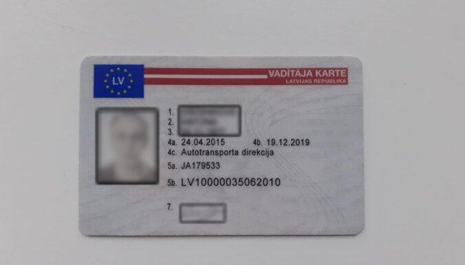 Латвийским дальнобойщикам грозят увольнения. По вине государства они не могут получить цифровую карту водителя