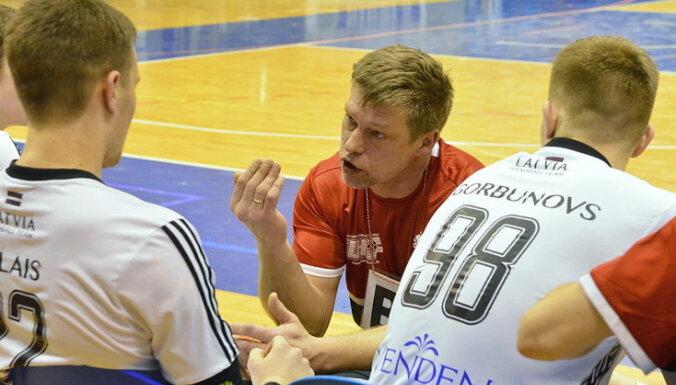Izlases galvenais treneris Uščins stāsta par Latvijas handbola lielāko problēmu