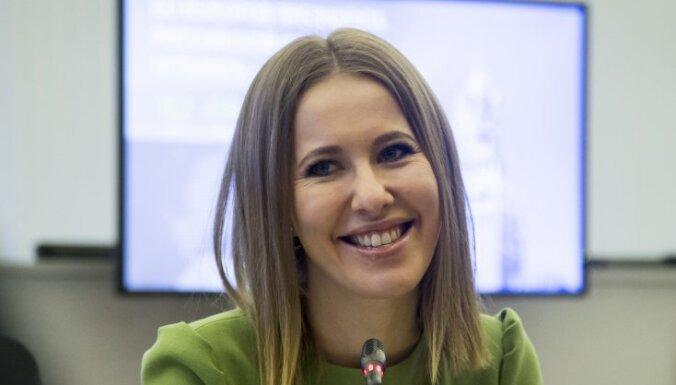 ВИДЕО: Ксения Собчак залезла на колени к Зеленскому