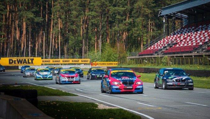 Ziemeļeiropas autošosejas čempionāta pirmajā posmā uzvar Calko