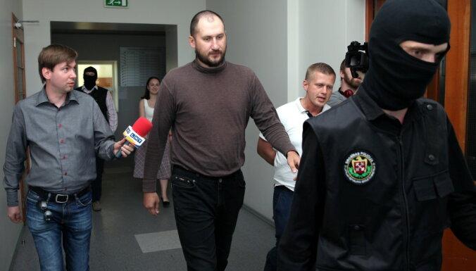 Пойманным в Адажи россиянам вменяют шпионаж и терроризм