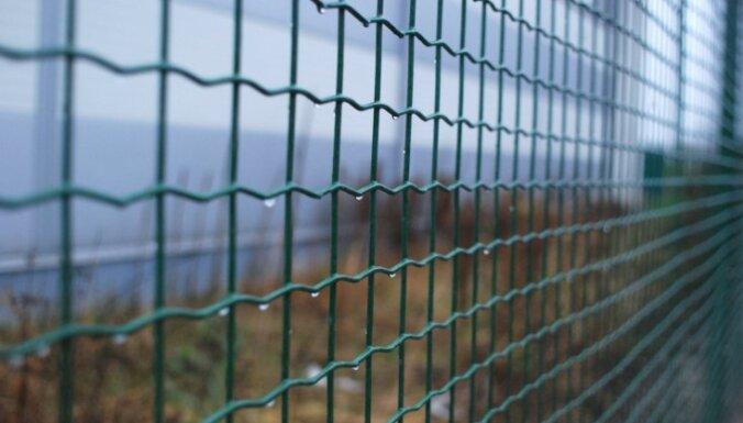 Uz Latvijas-Krievijas robežas ierīkots 23 kilometrus garš žogs