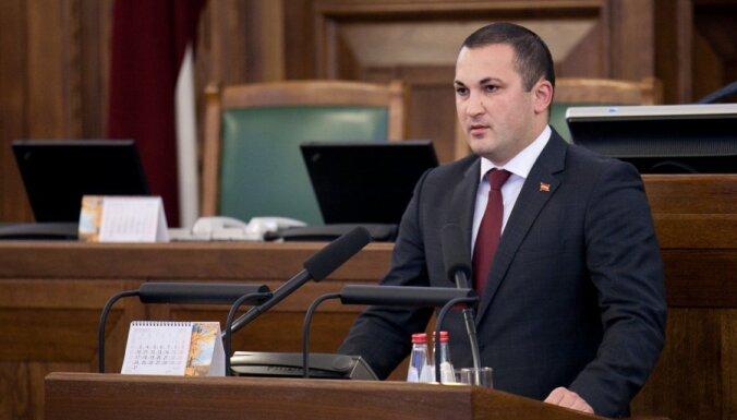 Saeima ministra amatā apstiprina Cilinska pēcteci Naudiņu