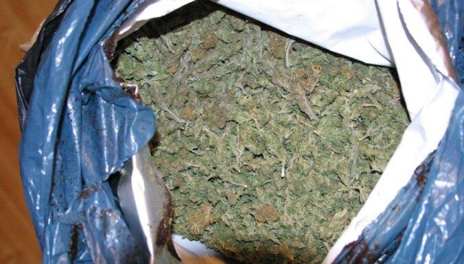 Полиция изъяла 80 граммов марихуаны и этиловый спирт