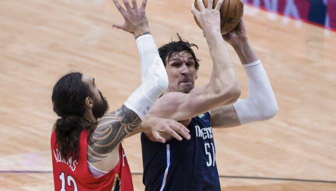 'Mavericks' bez Porziņģa un Dončiča ierindā piekāpjas 'Pelicans'