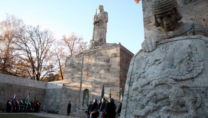 Izveido Brīvības pieminekļa un Rīgas Brāļu kapu padomi