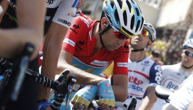 'Tour de France' līderis Nibali: jaunajiem riteņbraucējiem ir jāizmaina šis sporta veids