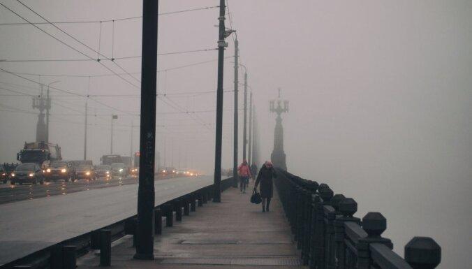 Trešdienas rītā daudzviet Latvijā sabiezējusi migla