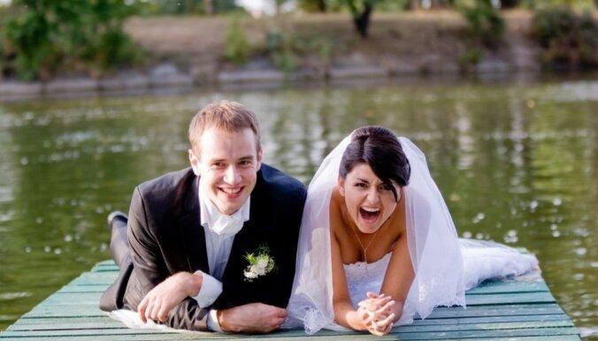 В Латвии стали чаще заключать браки, причем возраст молодоженов увеличивается
