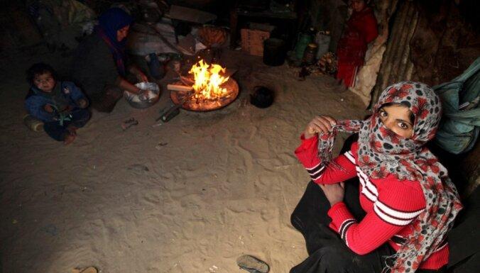 Izraēla palestīniešu ģimenēm konfiscē 'Sarkanā krusta' teltis