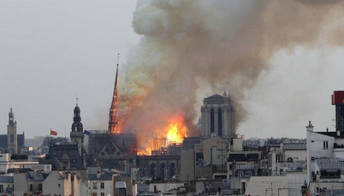 ВИДЕО: Во Франции горел собор Парижской Богоматери, обрушился шпиль и кровля