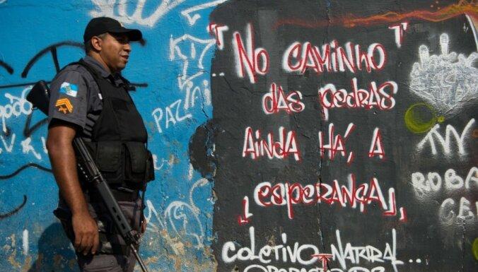Brazīlijā par narkobandu maksājumu saņemšanu aizturēti desmitiem policistu