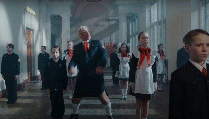 ВИДЕО: Я ненавижу детей. Лидер Rammstein выпустил новый клип с пионерами и Реввой