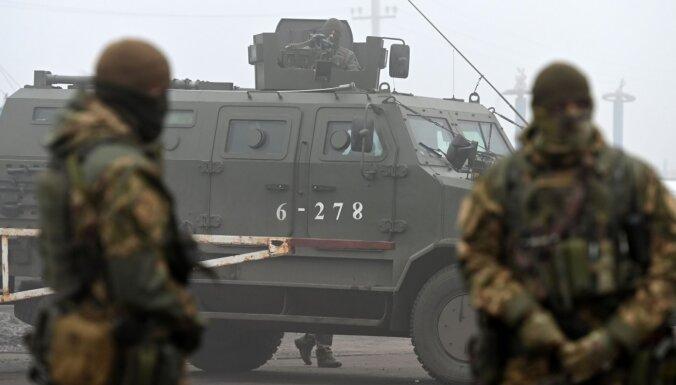 Foto: Ukraina un kaujinieki veikuši gūstekņu apmaiņu (plkst.17.43)
