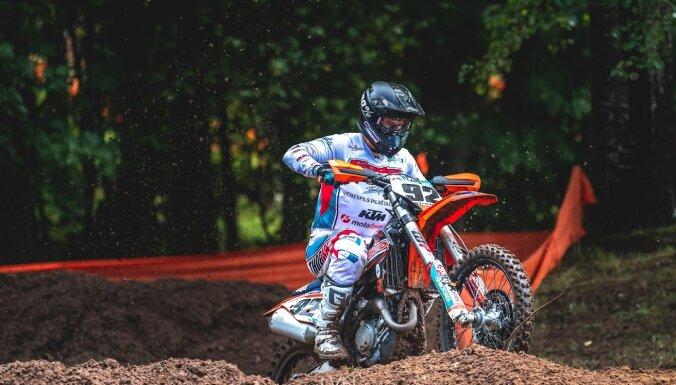 Latvijas čempionāta trešais posms motokrosā pulcē kuplu dalībnieku skaitu