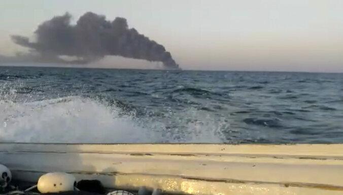 Pēc aizdegšanās nogrimis Irānas karaflotes lielākais kuģis