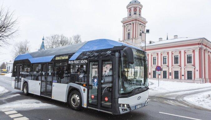 Foto: Jelgava pirmā Baltijas valstīs izmēģina ar ūdeņradi darbināmu autobusu