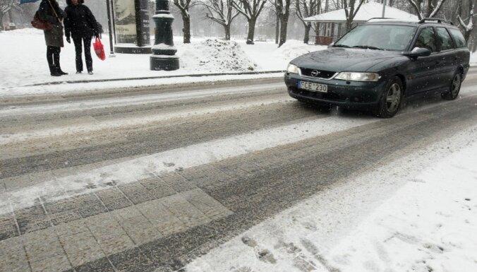 ST neatceļ aizliegumu Latvijā vadīt ārvalstīs reģistrētu auto