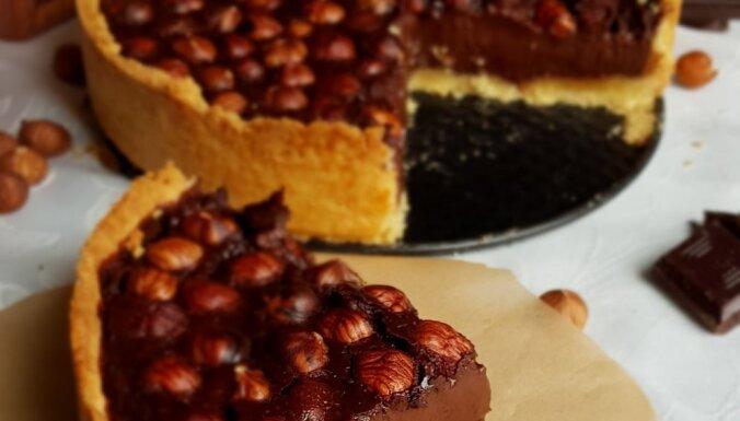 Karaliskā šokolādes tarte ar lazdu riekstiem
